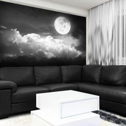 biały księżyc na czarnym tle