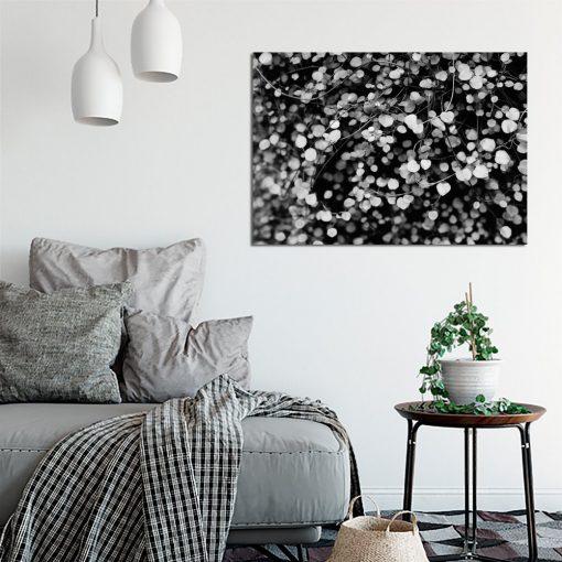 biało-czarny plakat z motywem gałęzi