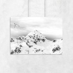 ośnieżone góry na plakacie
