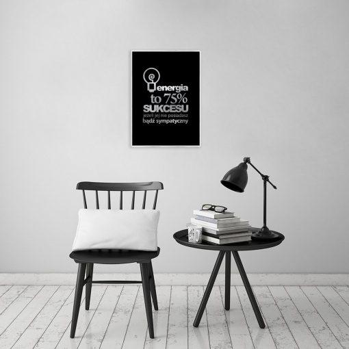 srebrny plakat z modnym hasłem