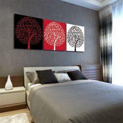 Obraz tryptyk - drzewa w czerwieni. Drzewa na białym, czarnym i czerwonym tle