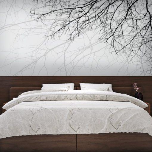 Fototapeta z motywem gałęzi drzew. Gałęzie w szarej mgle do sypialni