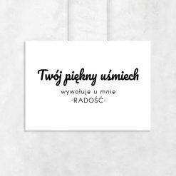 plakat z sentencją o uśmiechu
