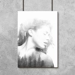 drzewa i kobieta na plakacie