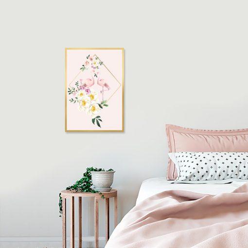 dekoracja z kwiatami i flamingiem