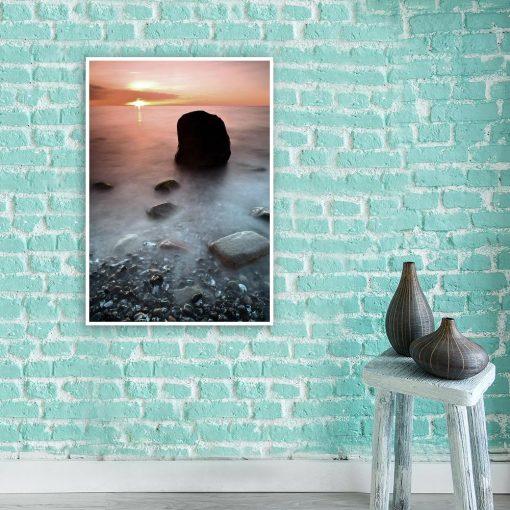 Plakat z motywem morza i zachodu słońca