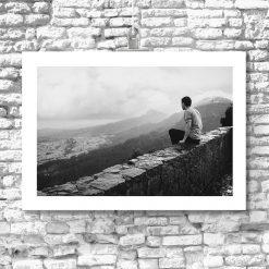 Plakat mężczyzna na murze