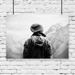 Plakat turysta na tle gór