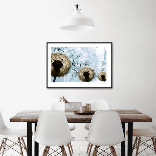 plakat dmuchawce nad stółem