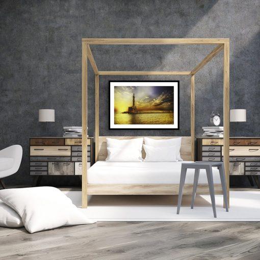 plakat z widokiem na latarnię morską w sypialni
