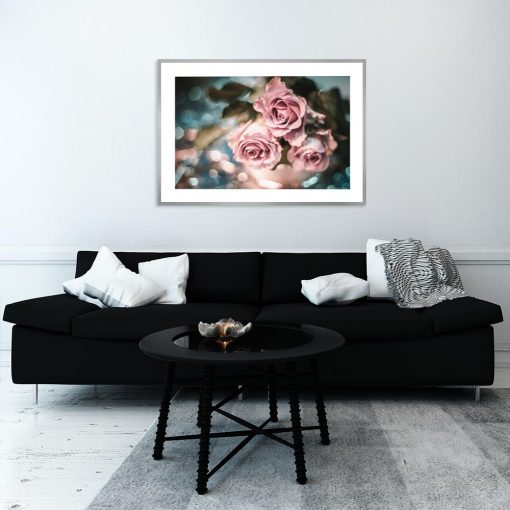 plakat z motywem kwiatów nad komodę