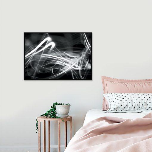 plakat z czarno białą abstrakcją w sypialni