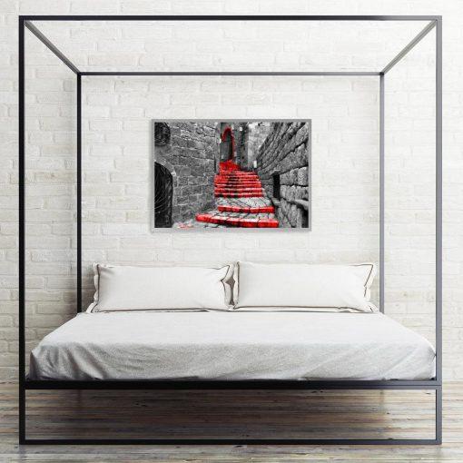 plakat uliczka ze schodkami nad łóżko