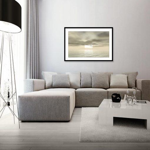 plakat z widokiem na morze w salonie