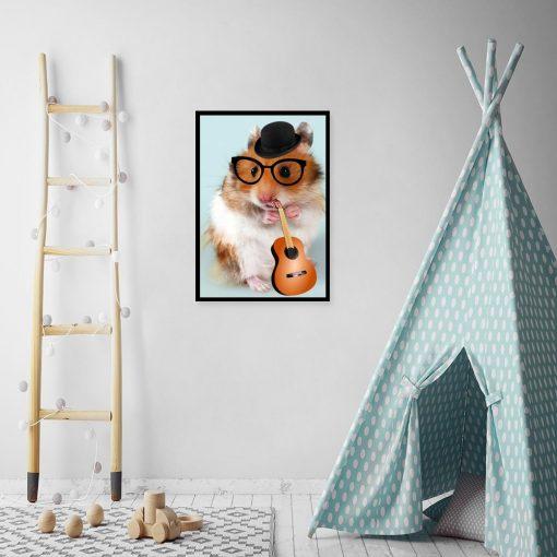 plakat z chomikiem w okularach