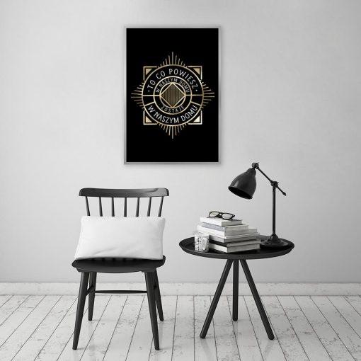 plakat ze złotym wzorem i napisem