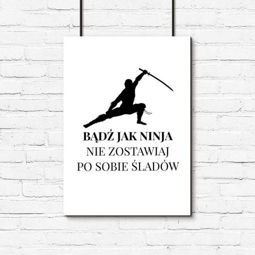 plakat z ninja i sentencją