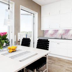 różowa fototapeta do kuchni