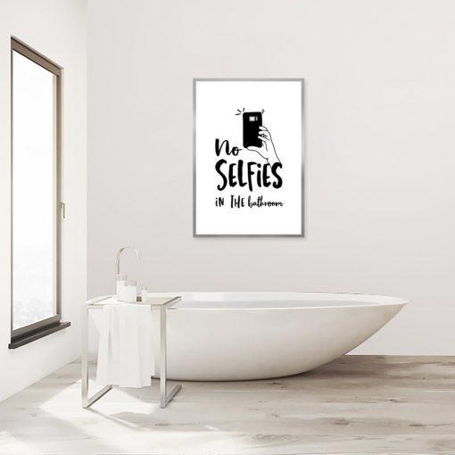plakat no selfies in the bathroom