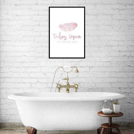różowo-złoty plakat z piórkiem i napisem