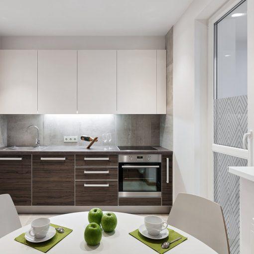 folia okienna z geometrycznym wzorem do kuchni