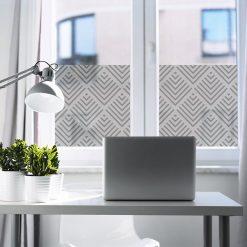 naklejka na okno do gabinetu z geometryczną abstrakcją