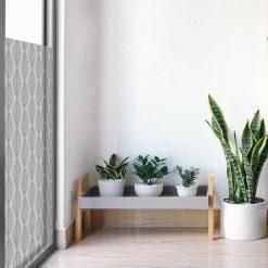 folia okienna do salonu z roślinnym ornamentem