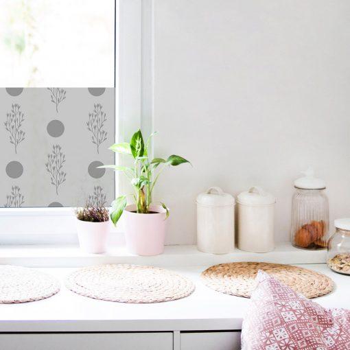 firanka samoprzylepna do kuchni z kropkami i roślinkami
