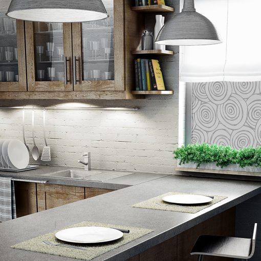 folia na okno z wzorzystymi kołami do kuchni