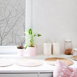 folia na szybę z motywem gałęzi do kuchni