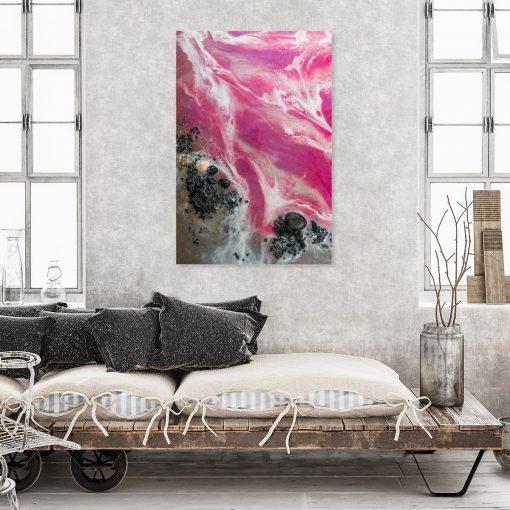 różowa dekoracja ścienna jako abstrakcja