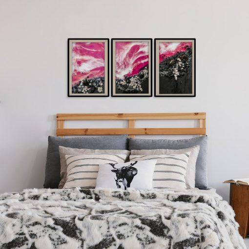 różowa dekoracja jako tryptyk
