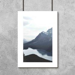 Plakat w ramie z niebieskim pejzażem