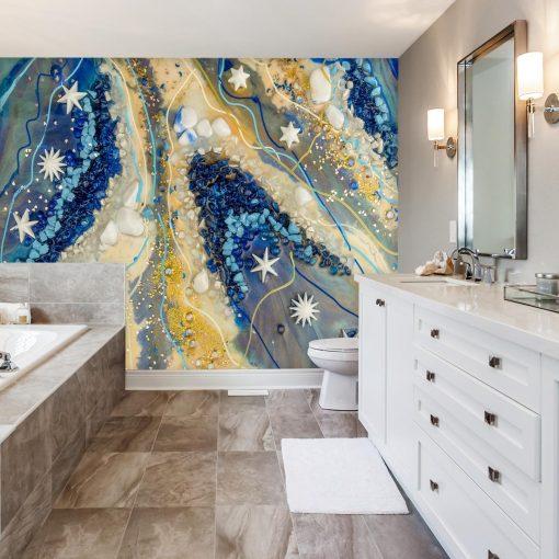 łazienka z reprodukcja na ścianie malarstwa ewy m turowskiej