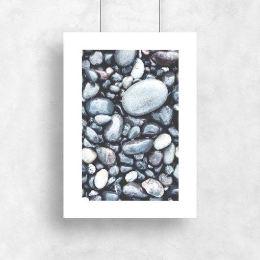 plakat z kamieniami