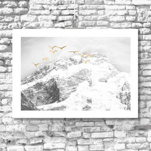 Poziomy plakat z mroźnymi górami