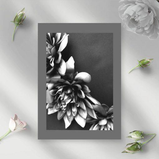 Plakat - Kwiaty czarno-białe do sypialni