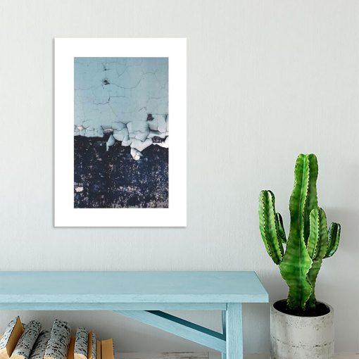 salon dekorowany nowoczesnym plakatem- ściana
