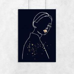 Plakat z sylwetką kobiety na granatowym tle
