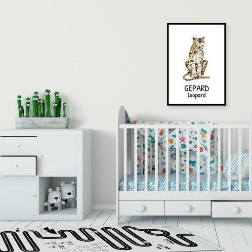 pokój dziecięcy dekorowany dydaktycznym plakatem w cętki