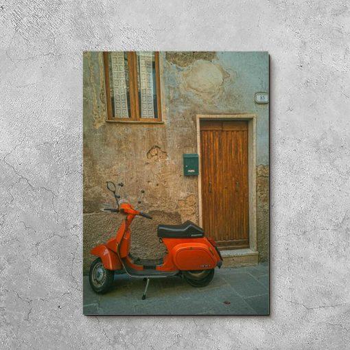 Obraz z motywem skutera przed drzwiami