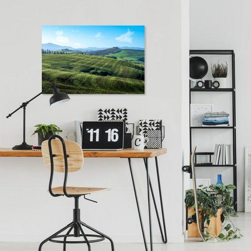 Kolorowy obraz z letnia scenerią do dekoracji sypialni