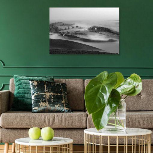 Obraz czarno-biały z górskim pejzażem do salonu w stylu skandynawskim
