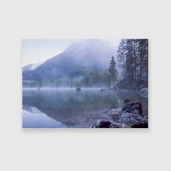 Obraz z niebieskiej tonacji z jeziorem w górach