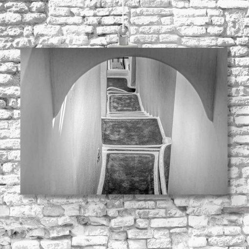Czarno-biały obraz z zabudową na Santorini do salonu