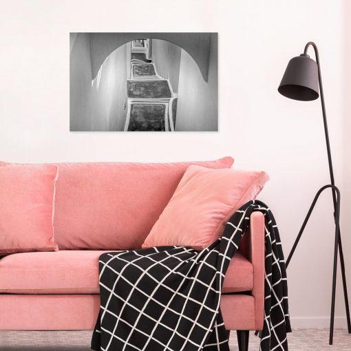 Czarno-biały obraz z zabudową na Santorini do dekoracji nowoczesnego gabinetu