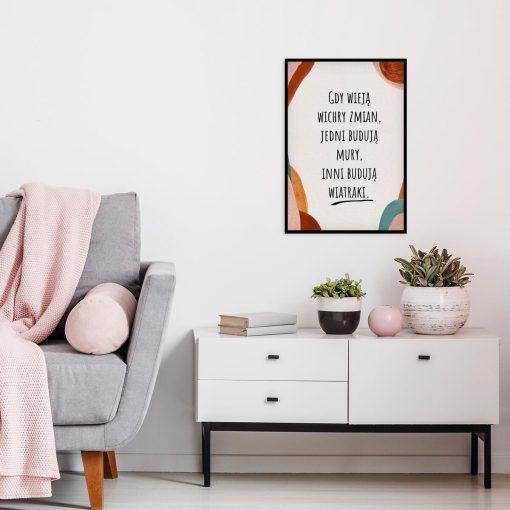 Plakat z sentencją o ludziach do salonu