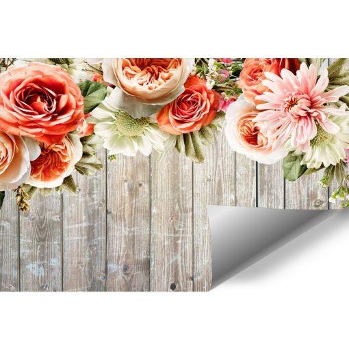 Tapeta z kwiatami na tle desek do salonu