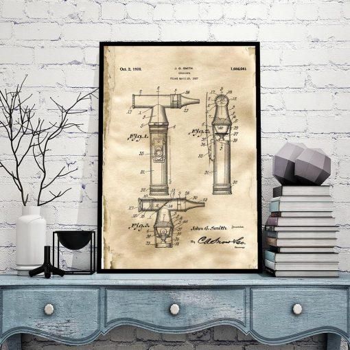 Plakat z patentem na otoskop laryngologiczny do biura