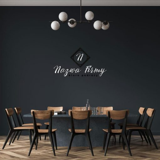 Ozdobny logotyp na ścianę do biura podróży z literką